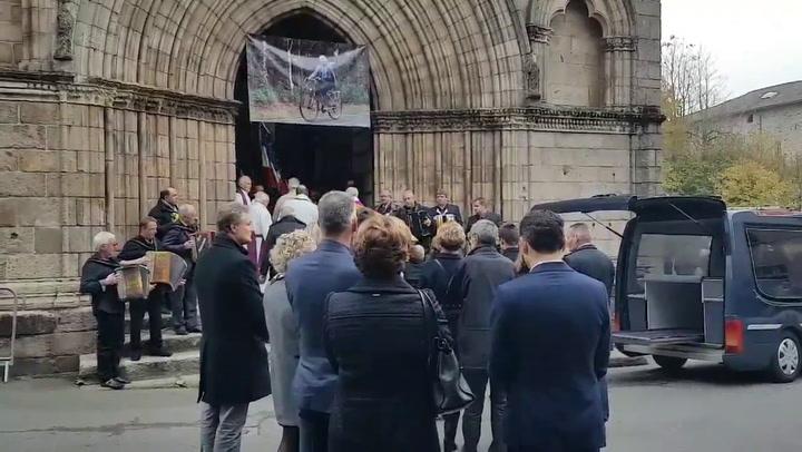 Emotivo adiós a Raymond Poulidor en su pueblo natal