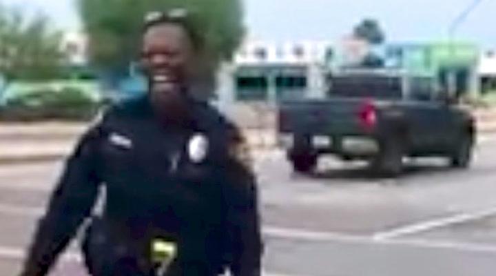 Når strømmen går i lyskrysset vet politimannen råd