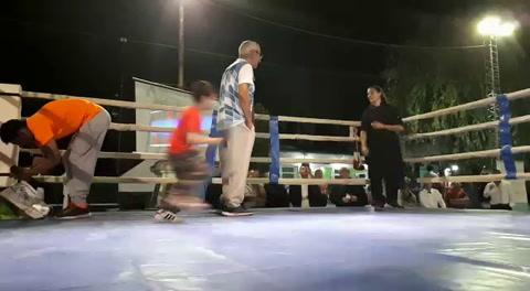 Cloroformo le ofreció casamiento a su novia en el ring
