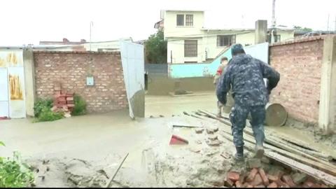 Una riada con lodo obliga a evacuar familias en el centro de Bolivia