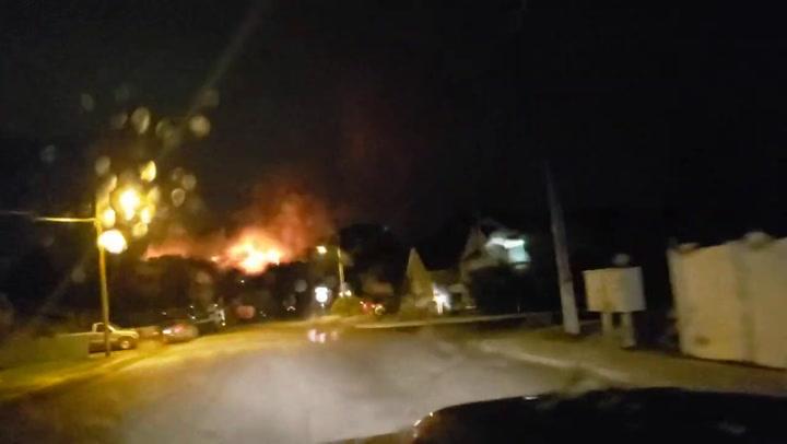 30 familias evacuadas tras unos incendios provocados por fuegos artificiales