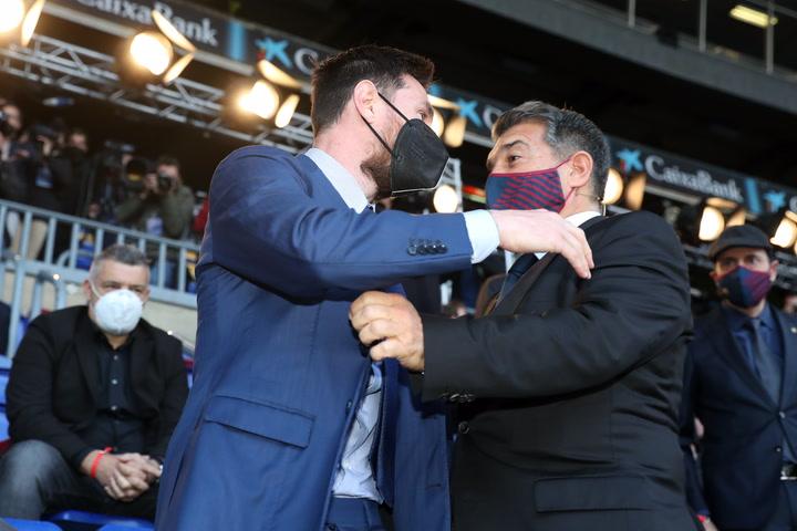 El abrazo de Laporta con Messi y Jasikevicius