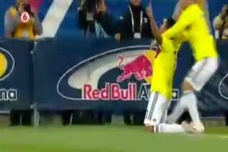 Carlos Bacca anota el 1 - 0 de Colombia ante Costa Rica