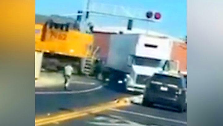 Plutselig skjønner trailersjåføren at han er i livsfare