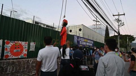 Hondureños exigen salida del presidente por crisis económica que alienta emigración