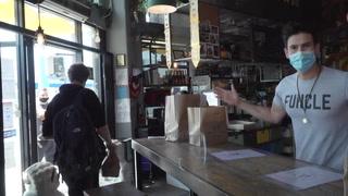 Ordenan nuevo cierre de restaurantes, bares y cines en California por virus