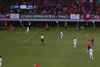 Con polémico penal Chile anota el 2 - 0 ante Honduras