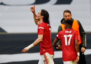 Manchester United le da vuelta y derrota al Tottenham de Mourinho en la Premier League