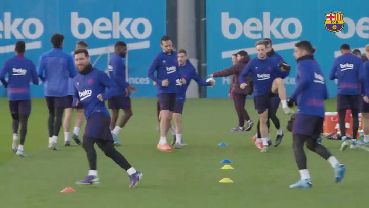 Primer entrenamiento de 2020 pensando ya en el derbi ante el Espanyol