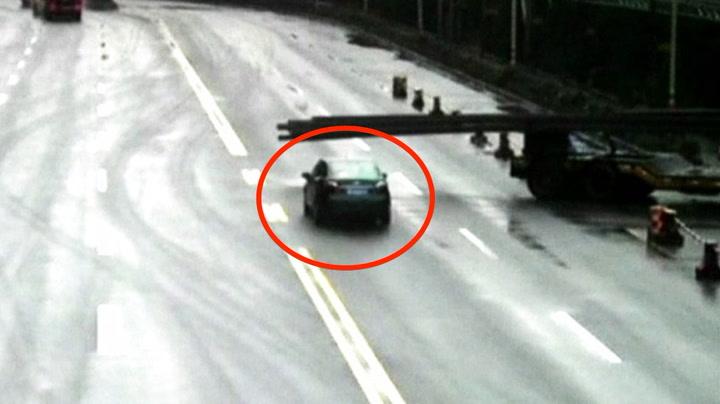 Uoppmerksom bilist overlevde dramatisk ulykke