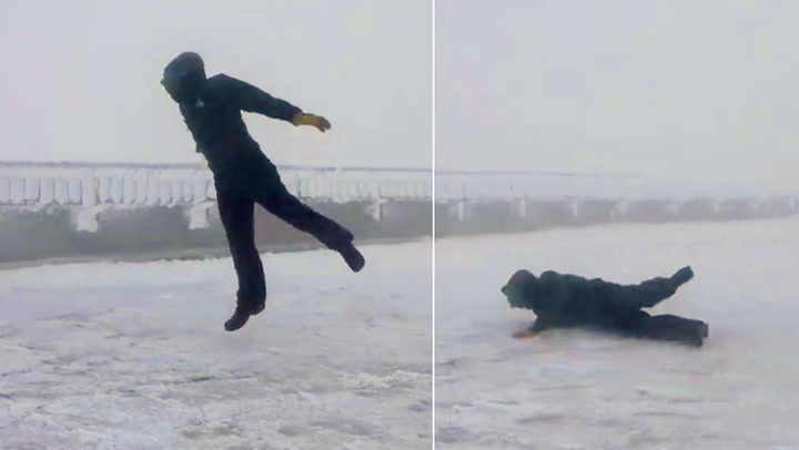 Ekstremværet tar tak i mannen og kaster ham over ende