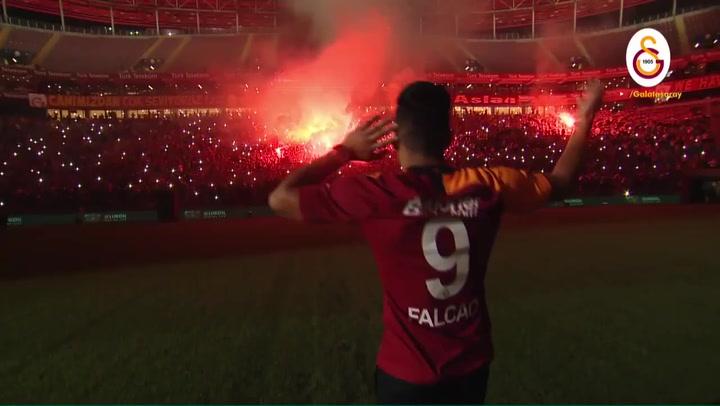Radamel Falcao encendió el 'infierno' de Estambul en su presentación