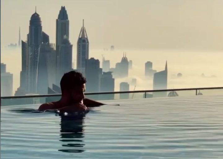 ¿Te bañarías en una piscina a 300 metros de altura?
