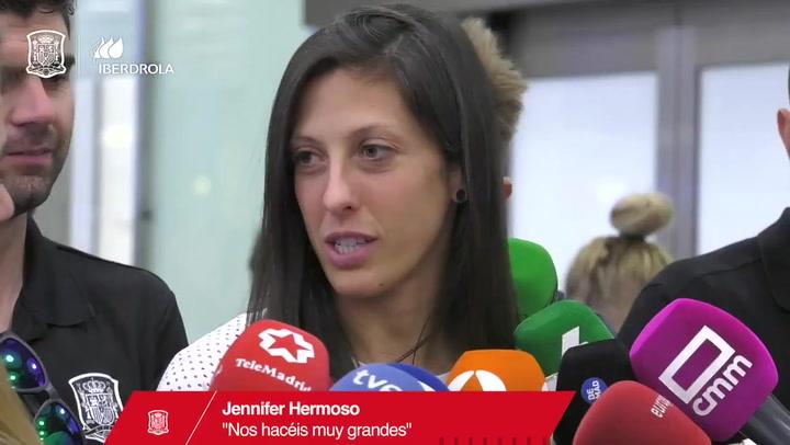Masivo recibimiento a la selección femenina a su llegada a España tras el Mundial