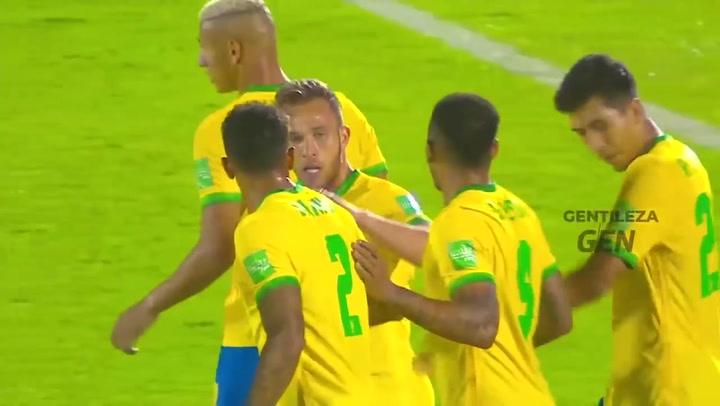 El gol de Arthur ante Uruguay