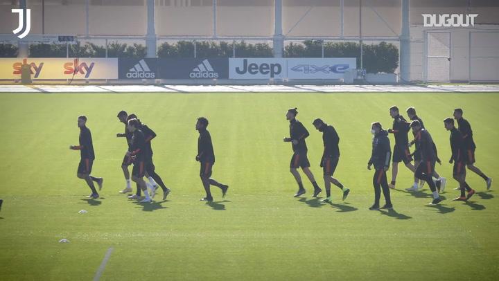 """""""Temos que continuar crescendo"""", diz Pirlo antes de Juventus x Ferencváros"""