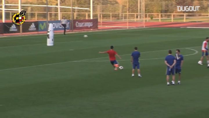 Las grandes paradas de Morata en un entrenamiento con España