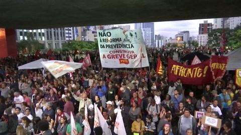 Sindicatos marchan en Brasil contra la propuesta de reforma de jubilaciones