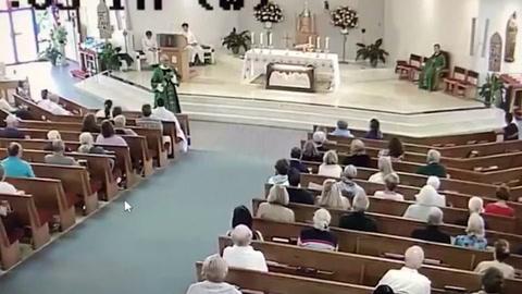 Un hombre agrede a un diácono en plena misa y acaba preso en EE.UU.