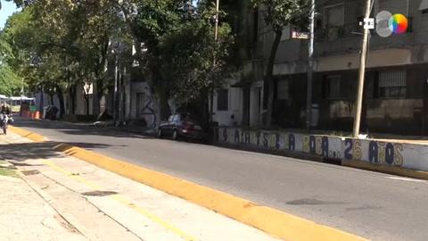 El fútbol en silencio por las calles del barrio porteño de La Boca en Argentina