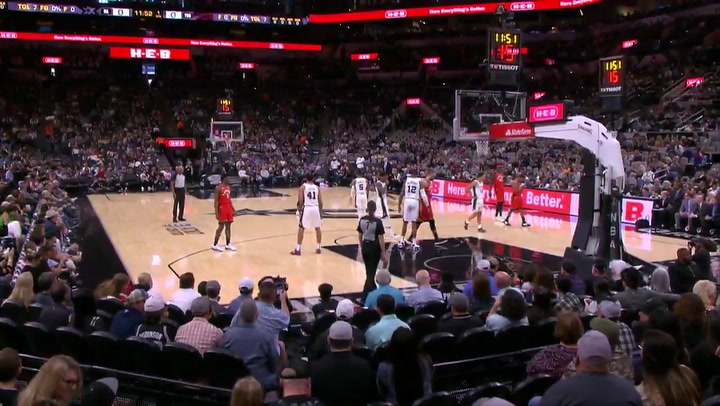 Homenaje de los Spurs y los Raptors a Kobe Bryant gastando sus 24 segundos de posesión