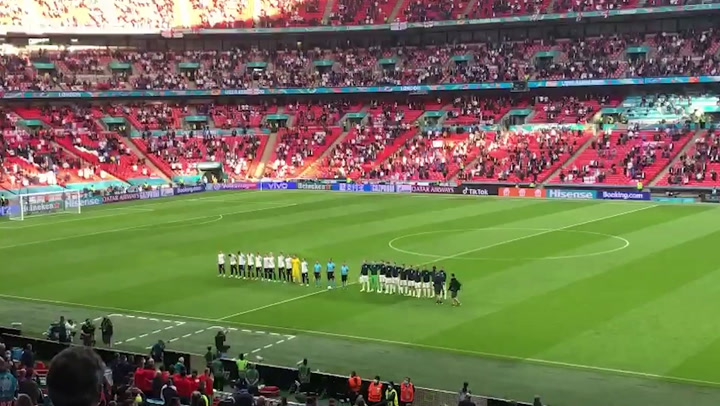 England fans sing national anthem ahead of Czech Republic game