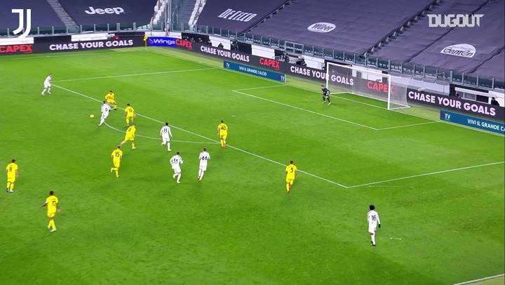 Cristiano Ronaldo lập cú đúp vào lưới Cagliari (Tháng 11/2020)