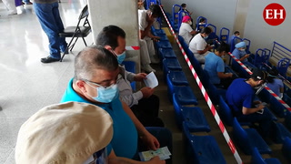 Proceso de vacunación contra el covid-19 en el Polideportivo de la UNAH