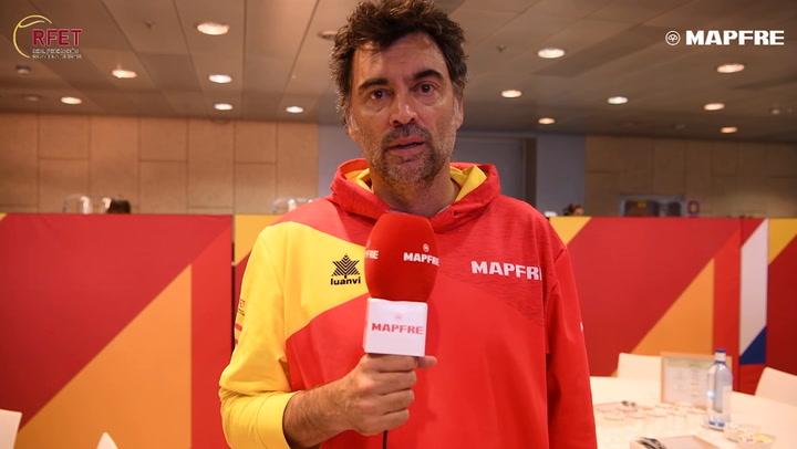 Sergi Bruguera le dedica unas palabras de ánimo a Roberto Bautista