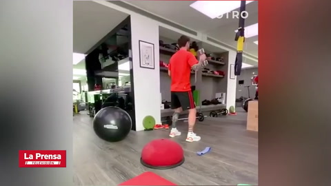 Messi se ejercita durante la cuarentena con ayuda de sus hijos