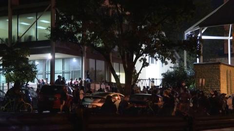 En Louisville, los manifestantes encuentran apoyo en la iglesia