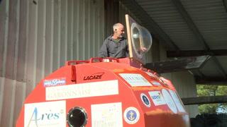 Aventurero de 71 años busca cruzar el Atlántico en un barril