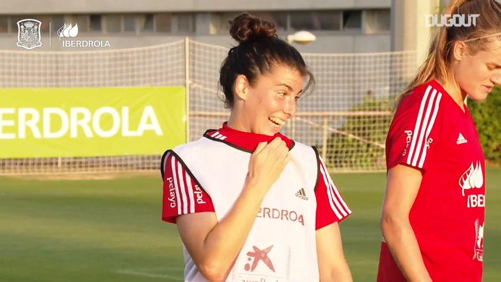 Grandes goles de falta en el entrenamiento de la selección española femenina