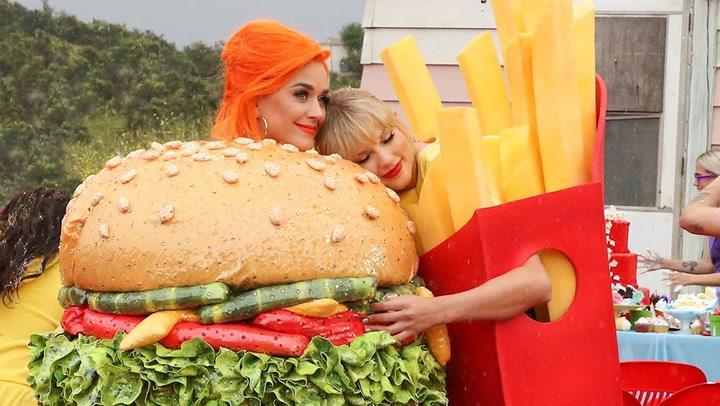 La mantita personalizada bordada a mano que Taylor Swift ha regalado a Katy Perry