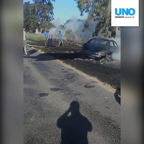 El auto de Daniel Passarella sufrió una falla y quedó hecho cenizas