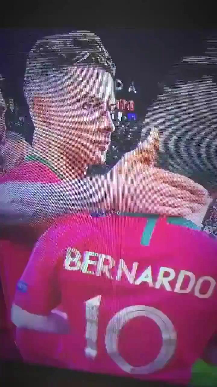 La reacción del Capitán Cristiano Ronaldo al enterarse que Bernardo Silva es nombrado MVP