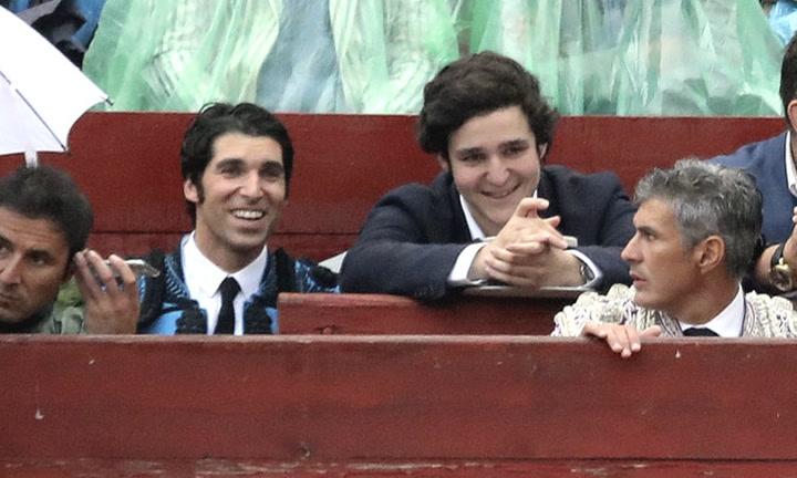 El gesto que muestra la buena sintonía entre Felipe de Marichalar y Cayetano Rivera