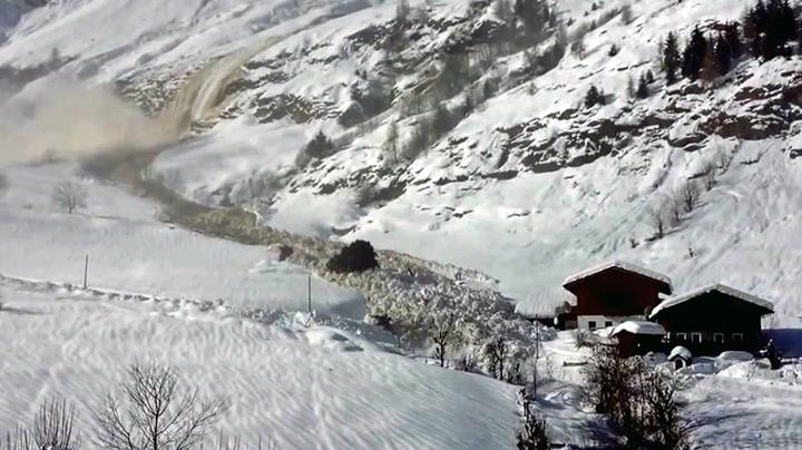Hus unnslipper digert snøskred med et nødskrik