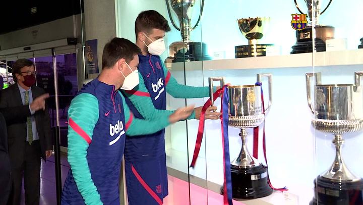 Los capitanes del Barça ponen la última Copa del Rey en el Museu