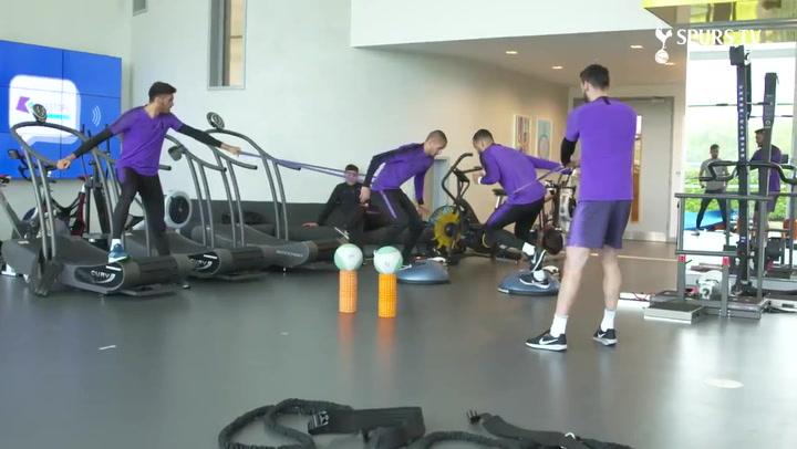El Tottenham se prepara en el vestuario