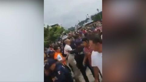 Policía de Chiapas, México, detiene a parte de la caravana migrante  de Hondureños