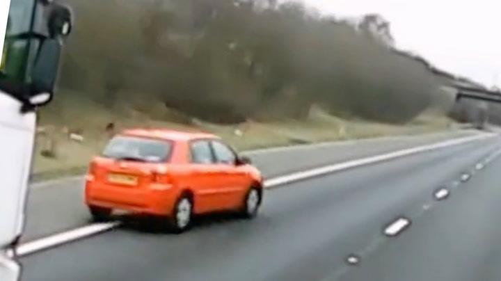 Frustrert bilist med farlig manøver på motorveien