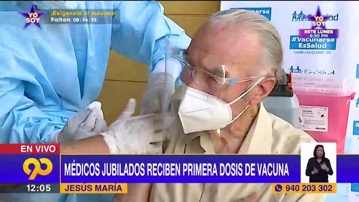 Médicos jubilados reciben primera dosis de vacuna contra covid-19