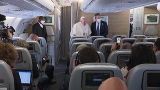 Papa concluye emocionado y cansado su histórico viaje a Irak