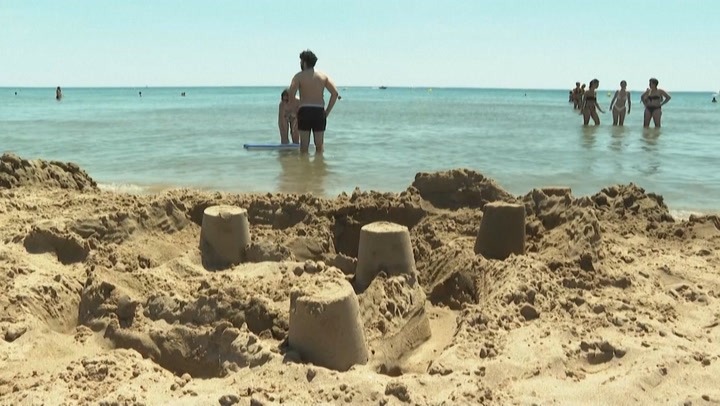 Sunseekers flock to French beaches as temperatures soar