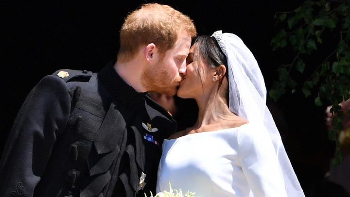 El príncipe Harry y Meghan Markle, su primer beso de película como marido y mujer
