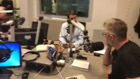 Novaresio y Feinmann hicieron yoga ashtanga en la radio