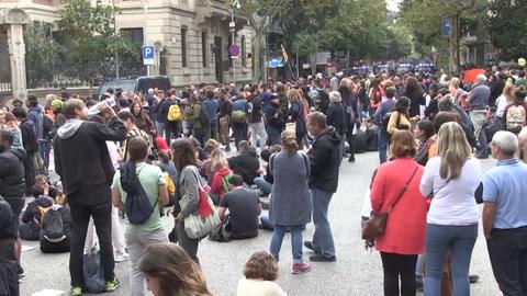 Líderes políticos visitan convulsionada Cataluña, foco de la campaña electoral