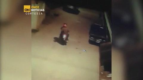 Escalofriante: Sicarios asesinan sin piedad a un hombre en Roatán