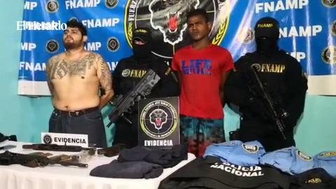 Caen presuntos pandilleros con indumentaria policial  en La Ceiba